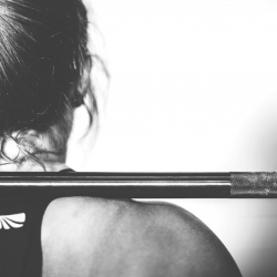 Kyykky - Vaikutus etureidet, iso pakaralihas, useat muut lihasryhmät liikettä avustavina